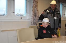Кирилл в компании капитана сдаточной команды ледок