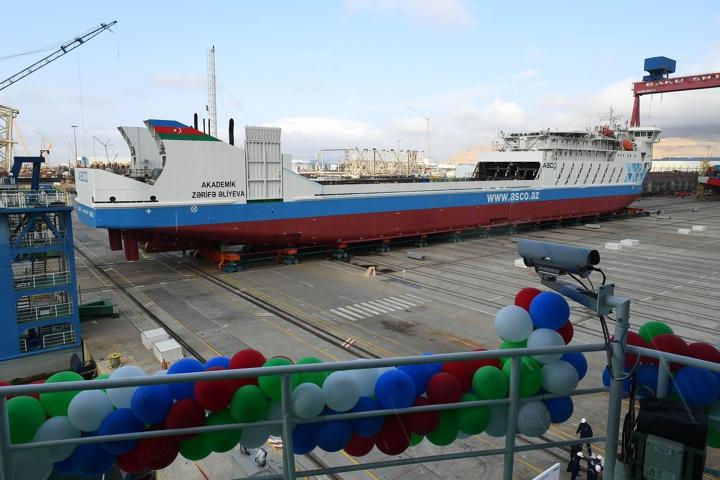 Президент Азербайджана принял участие в спуске второго пассажирского железнодорожно-автомобильного парома «Академик Зарифа Алиева»