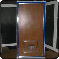 Судовые двери