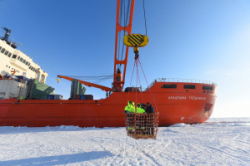 Научно-экспедиционное судн