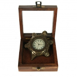 Часы в деревянном футляре