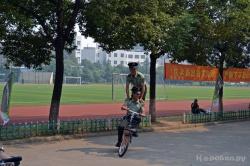 Китайские стражи порядка на территории ВУЗа