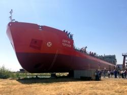 Головной танкер проекта RST25