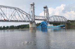 mv Neva passing bridge rise at Podporozhje
