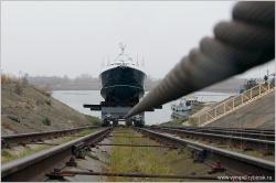 Спуск на воду скоростного патрульного катера