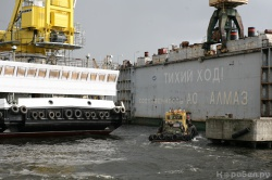 Морской самоходный плавучий кран проекта 02690