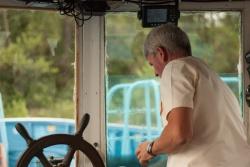 Капитан-механик Сергей в работе