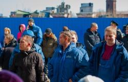 Рабочие Средне-Невского судостроительного завода