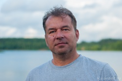 Олег Фамилия - инженер-электроник компании