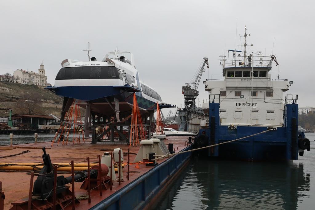Первая созданная для высокоскоростных морских перевозок поКрыму «Комета» прибыла вСевастополь