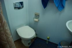Санитарный блок в капитанской каюте на судне