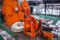 Электрическая лебедка на судне