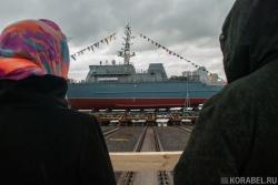 Спуск на воду корабля проти
