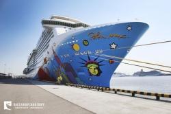 Круизный лайнер Norwegian Breakaway