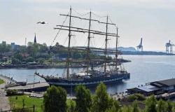 «Крузенштерн» ошвартовался в норвежском порту Ларв
