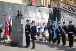 Ледокола «Красин» открытие памятника Роальду Руалу