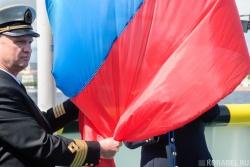 Подъем флага РФ на ледоколе